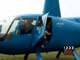 【閲覧注意】ヘリコプターから降りてきた人がプロペラで切断される瞬間・・・