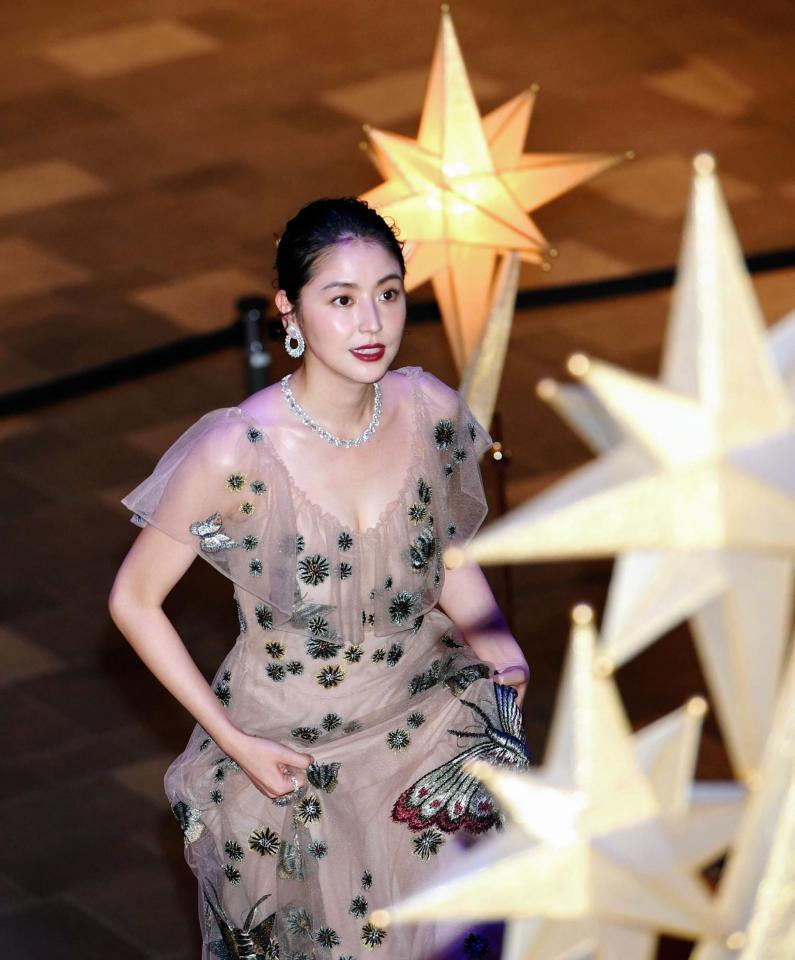 【エンタメ画像】《画像》長澤まさみ 透けドレスで1億円ゴージャスジュエリーに官能的胸元披露