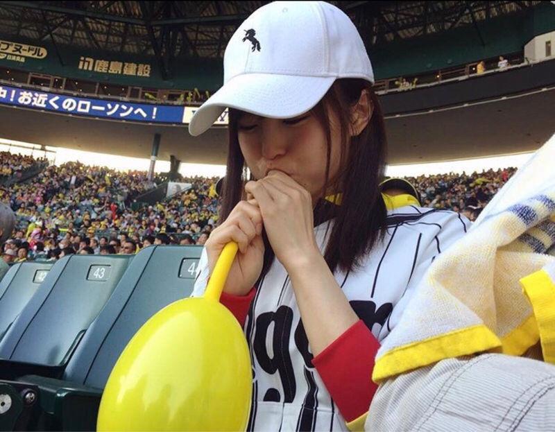 【エンタメ画像】【画像】山本彩姉、ジェット風船を膨らます