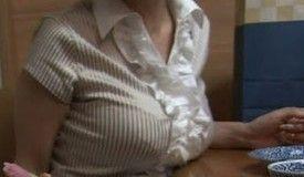 机に乳乗っける女wwwwwwwwwwwww