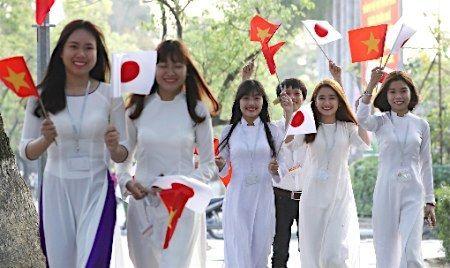 【エンタメ画像】《画像》アオザイを着たベトナム女性のケタ外れの魅力