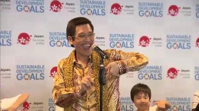 【エンタメ画像】【朗報】ピコ太郎さん、消えるどころか国連でPPAPを披露する