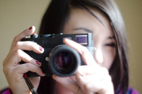 カメラ女性