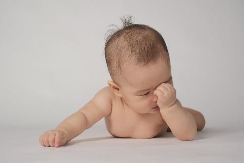 悩む赤ちゃん