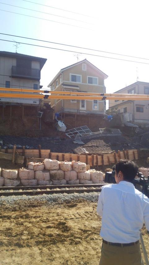 近鉄の優しさ、近鉄生駒線沿い擁壁崩落の住民に通じず