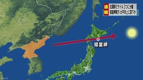 北朝鮮のミサイル発射、19年ぶりの日本列島横断にドッタンバッタン大騒ぎ