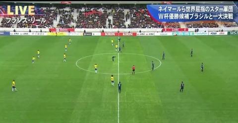 サッカー日本対ブラジル戦、フランスで試合をしているとは思えない企業広告の数で日本が終始圧倒