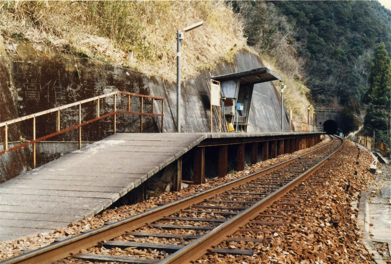 影待駅 : プラットホームの旅