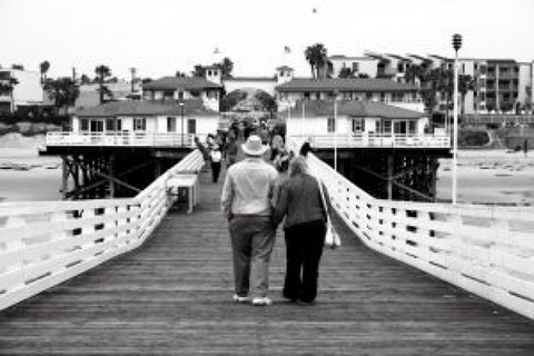 old-couple-walking-on-a-bridge_2749751