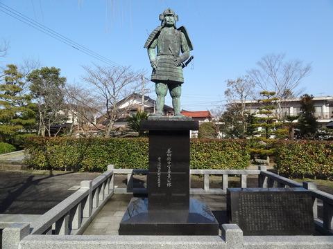 益田兼堯の銅像 正面