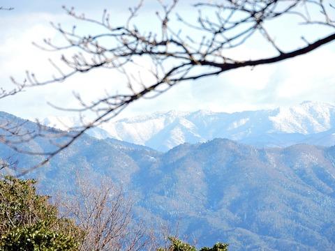 益田市の比礼振山(権現山)山頂から中国山地2