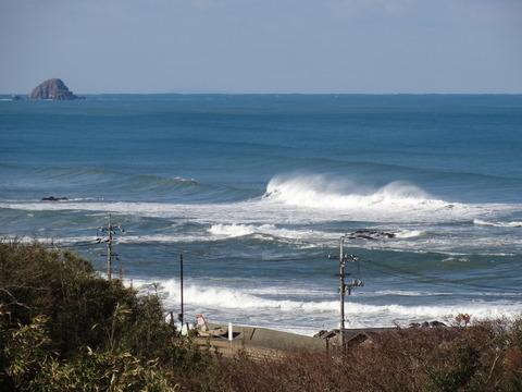 波頭に水煙 益田市の風景2