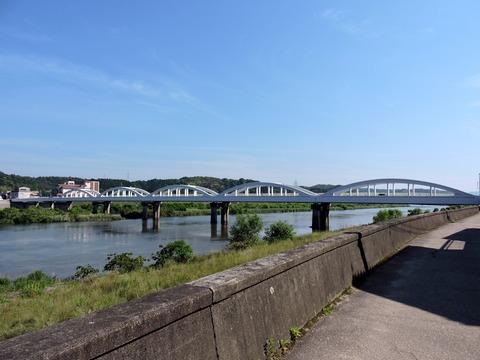 水神社から高角橋