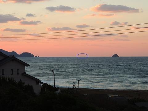 11月益田市からの浮 見島