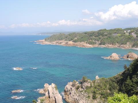 二見岩と断崖