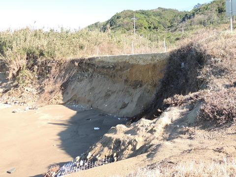 益田市の海岸崩落浸食