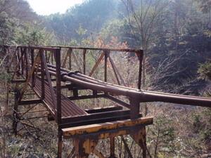 都茂鉱山設備の残骸
