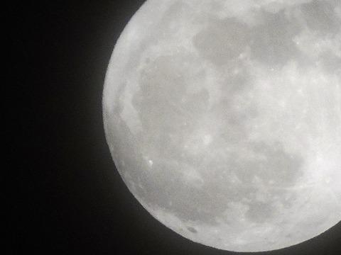 月暈の時の月 益田市20150305