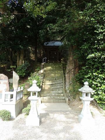 益田市 染羽天石勝神社の大元神社への石段