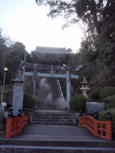 柿本神社 鳥居と楼門