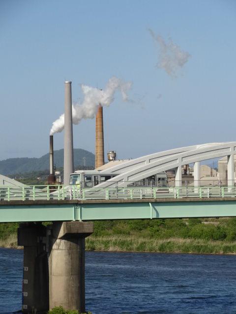 益田市 高角橋 アーチリブの窪みデザイン