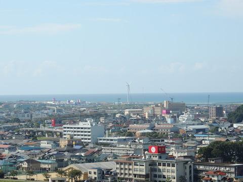 益田市 住吉神社の拝殿前からの市街地の風景