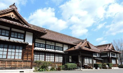 益田市立歴史民俗資料館 左前面