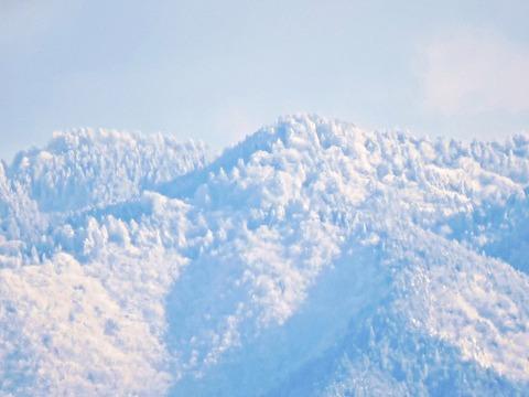 比礼振山(権現山)山頂から中国山地の風景 益田市