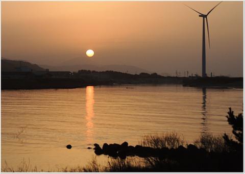 高山夕日 益田市 高津川河口からの風景