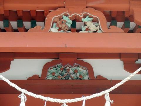 蟇股fc染羽天石勝神社本殿正面中央