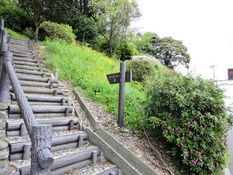 徳川夢声の句碑への道標