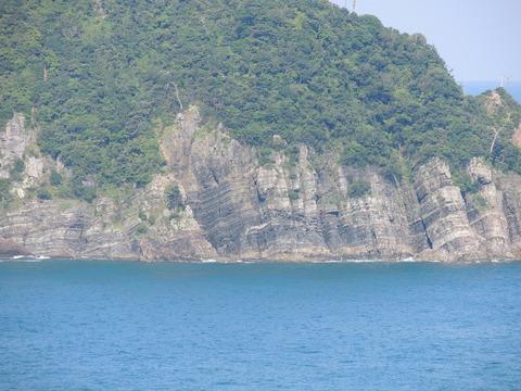 益田市飯浦町の鑪崎の岩肌hornfels