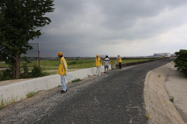 クリーン大作戦 道路清掃を行いました。の画像