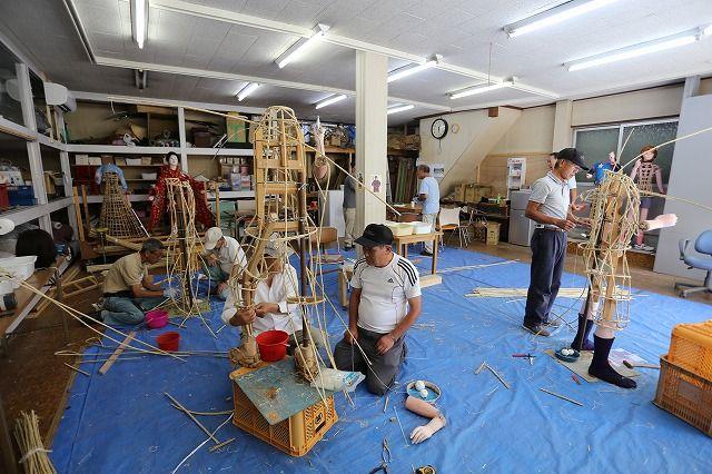 今年も始まった『子ども菊人形制作』の画像