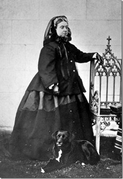 Queen-Victoria-in-Mourning-Dress-02_thumb1