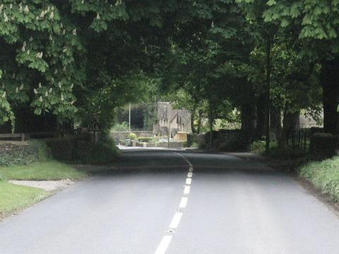 トンネルの向こうに村