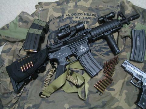 実銃>>>>>>>>>サバゲー>>FPS民