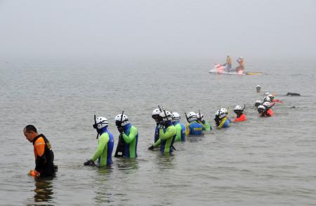 北海道石狩市の海水浴場で2人溺れ2人を救助 → 救助されたはずの2人を海上で発見、死亡を確認