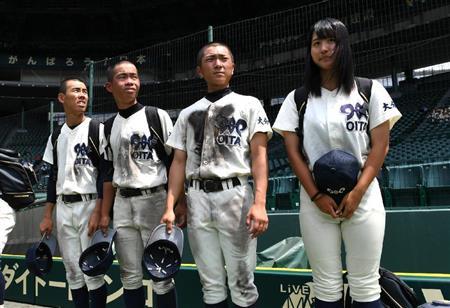 【画像あり】高校野球でルール破った女子マネが可愛過ぎて女子から嫉妬の嵐がwwwww