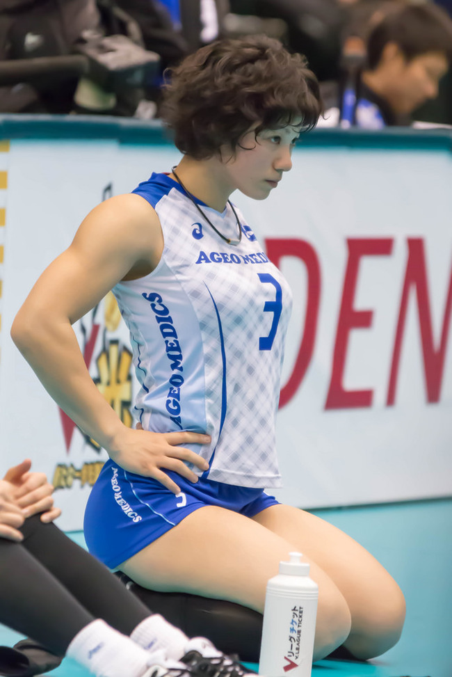 【画像】吉村志穂選手の筋肉すごすぎワロタwwwww【女子バレー】