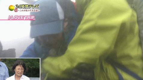 【悲報】良性マヒで悪天候の中 24時間テレビの企画で富士山登山させられてる少年 ぶん殴られる