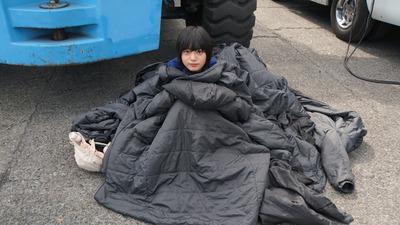 欅坂46】ベンチコートに埋もれる平手友梨奈が可愛すぎ