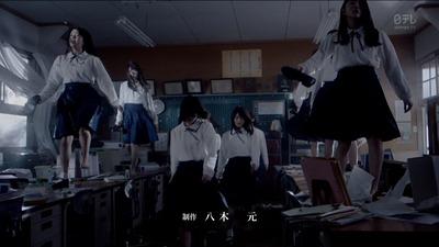 欅坂46】エキセントリックMVの机...
