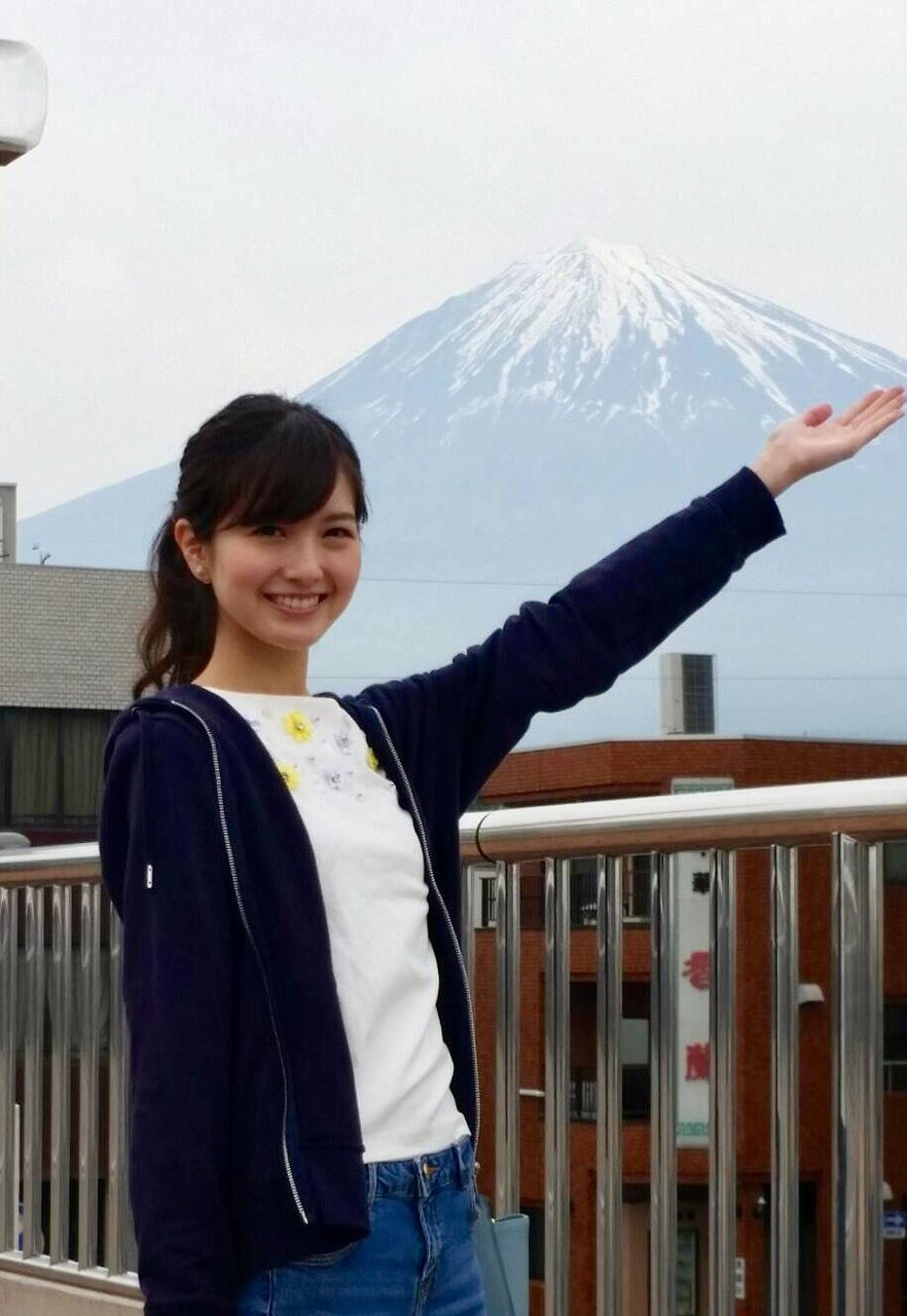 富士山をバックにした柏幸奈