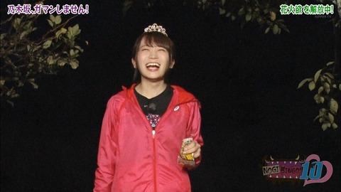 【乃木坂46】花火をする秋元真夏が楽しそう!