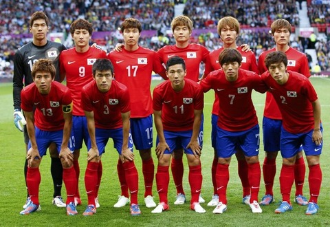 South20Korea-12-NIKE-olympic-home-kit-red-blue-red-line-up