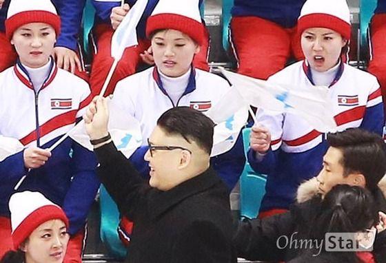 金正恩のモノマネ芸人、北朝鮮応援団の前に現れてつまみ出される