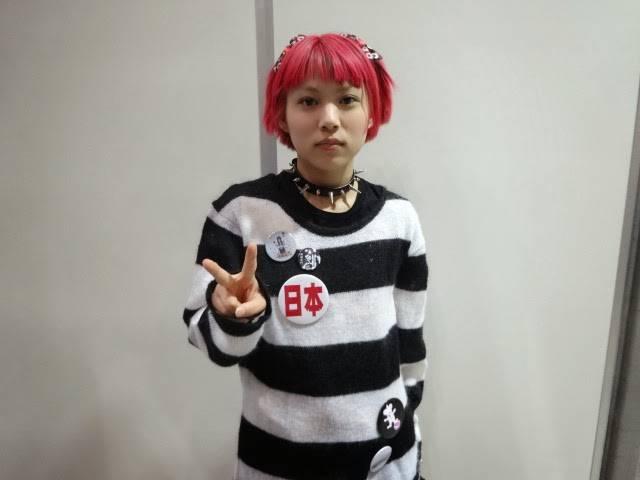 【悲報】本当は美少女なはずの木下百花が髪の毛を真っ赤に染める