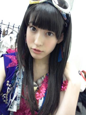 新「軟体女王」平田梨奈がツイッターで話題に!「ジャニーズとハイタッチかよ」「すげー好み」など