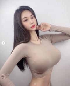 Fカップ韓国美女キム・イスルがヒートテックを着ると…「超主張バスト」で視線を強奪!